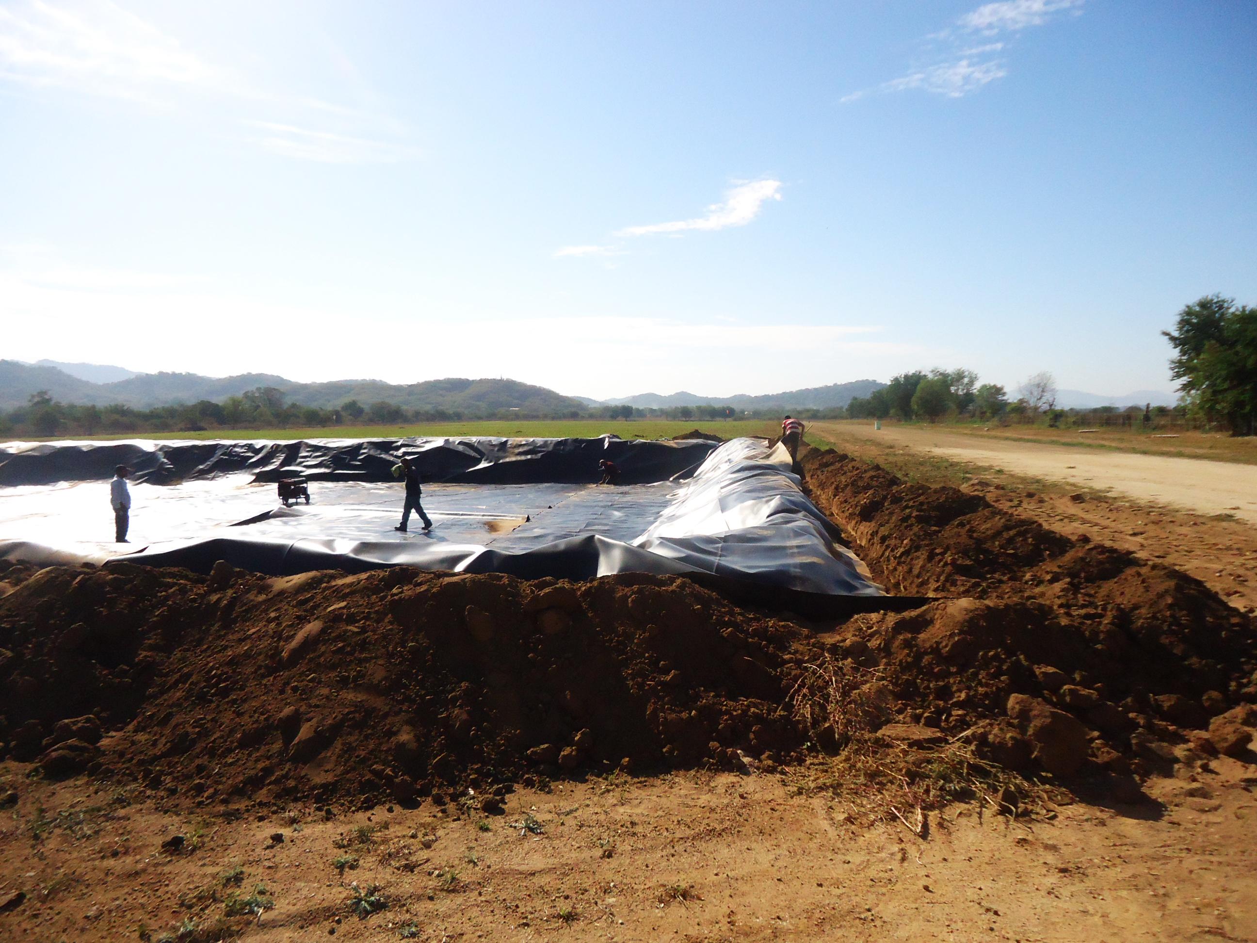 Estanque para captaci n de agua dm agromallas for Estanques para almacenar agua potable